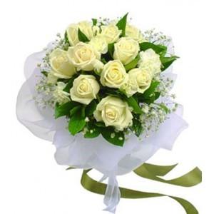 12 Pieces White Roses Bouquet